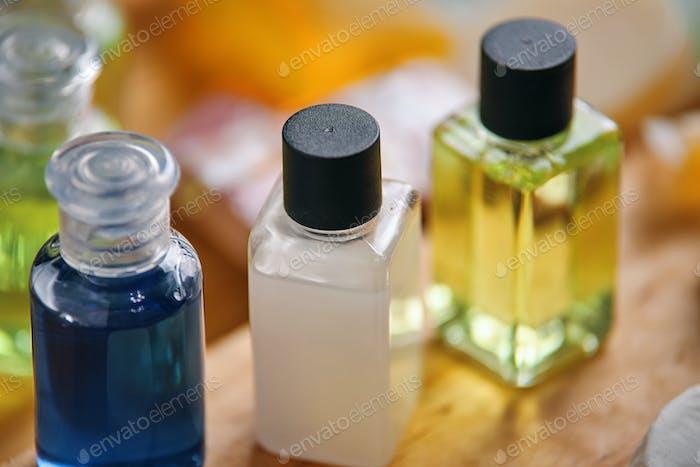 Kleine Flaschen für flüssige Produkte