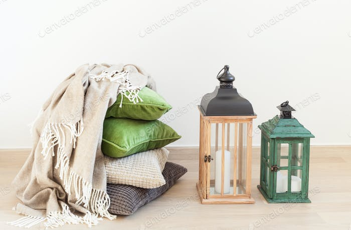 grau und grün Kissen, werfen. gemütliches Zuhause Interieur