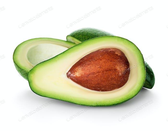Frische Avocado Nahaufnahme isoliert auf weißem Hintergrund. Reife frische grüne Avocado.