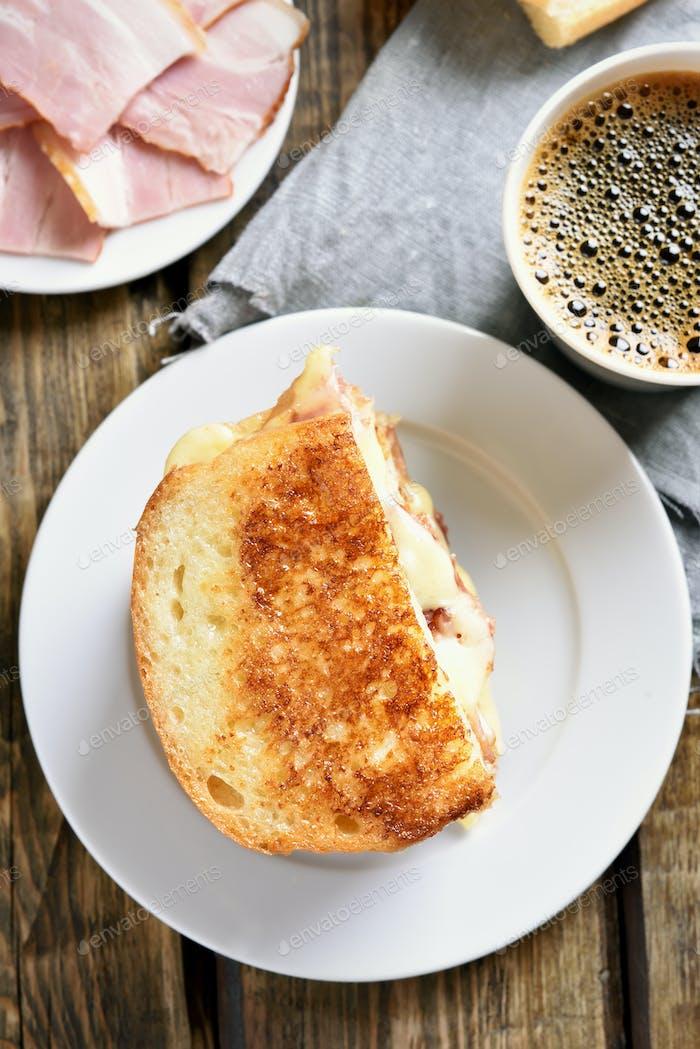 Toast-Sandwich mit Käse