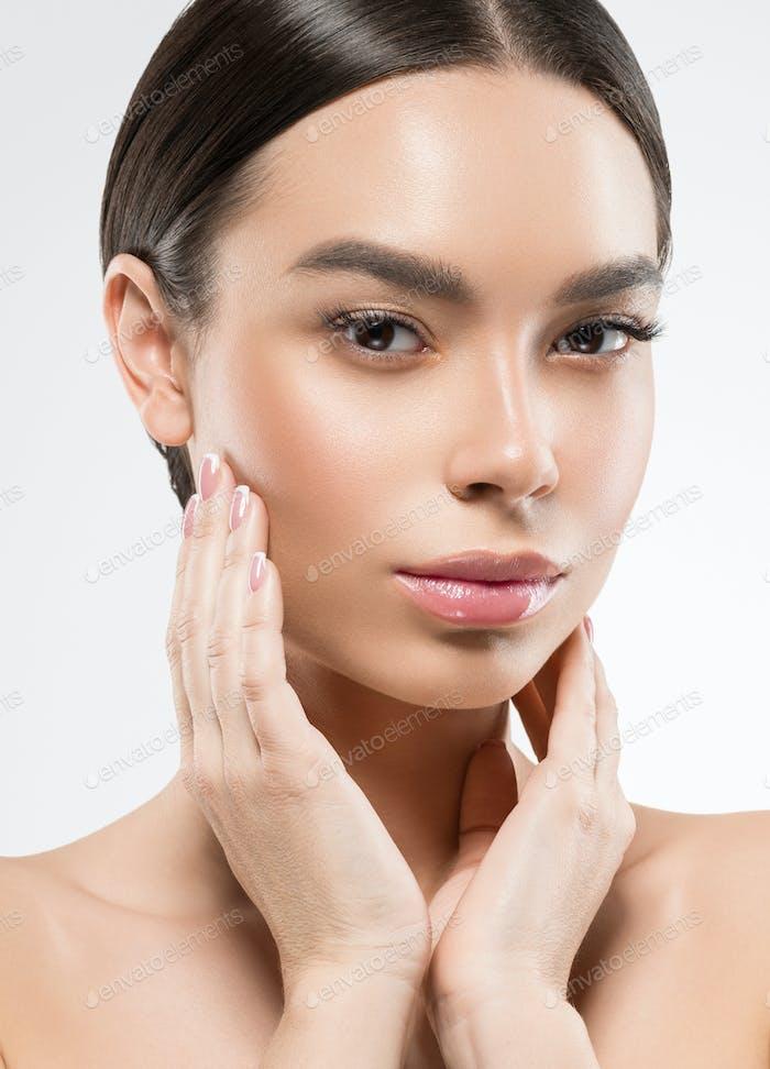 Asiático chines belleza mujer piel limpia cara retrato. Modelo femenino joven asia maquillaje natural