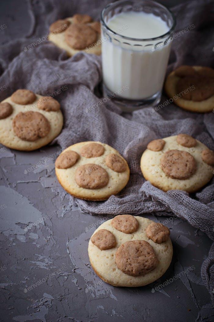 Kekse in Form von Katzen Pfote