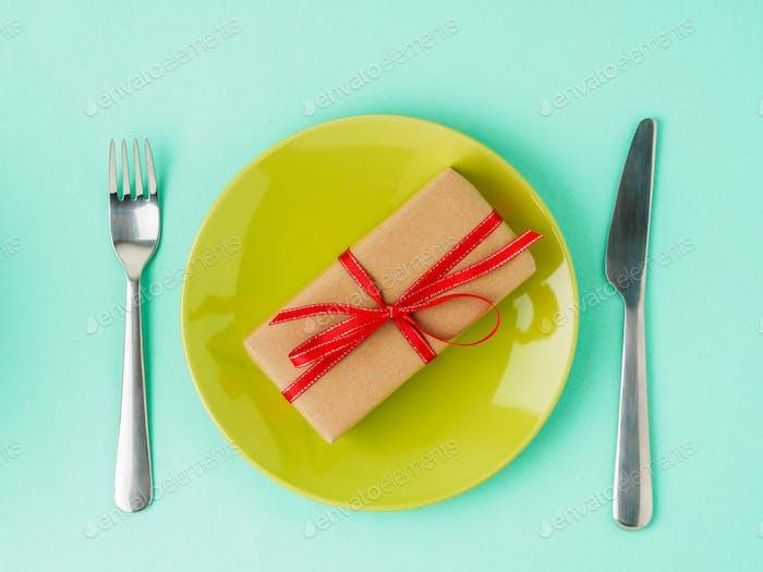 Geschenk, Packung Kraftpapier braun