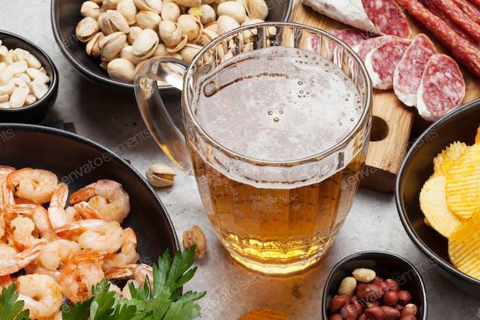 Cerveza de barril y aperitivos