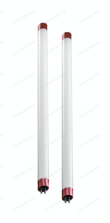 Leuchtstoffröhre Kompaktlampen auf weißem Hintergrund isoliert