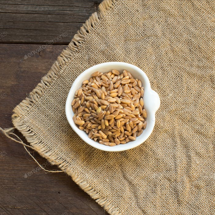 Whole unpolished spelt in a bowl