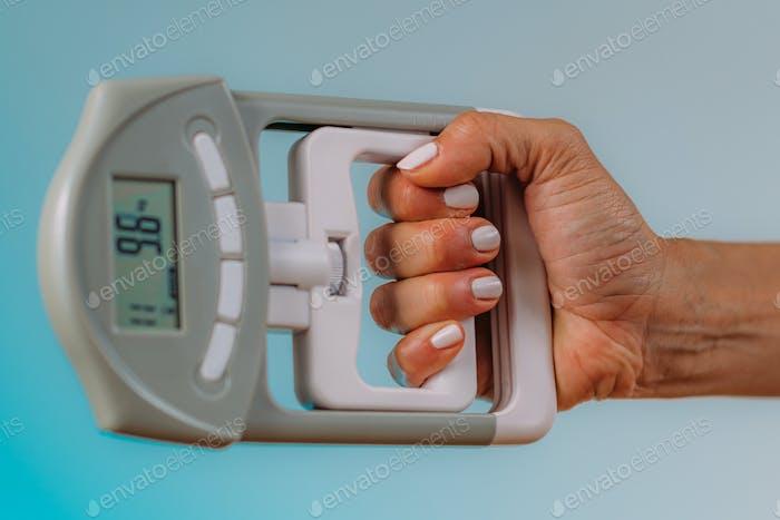 Digital Hand Grip Dynamometer for Strength Measurement