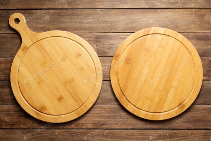 Pizza Schneidebrett auf Holzdiele Hintergrund