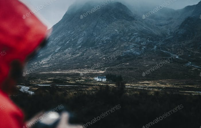 Fotograf in einer roten Jacke