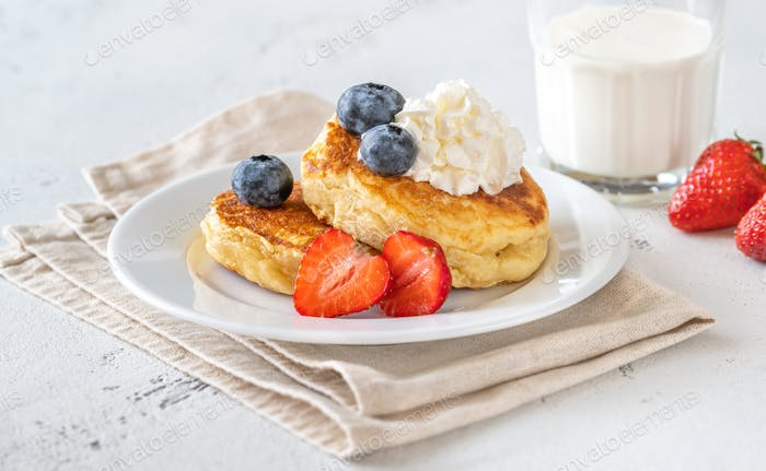 Ricotta pancakes with fresh berries