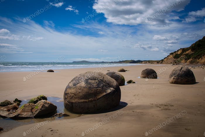 Moeraki boulders geological phenomena