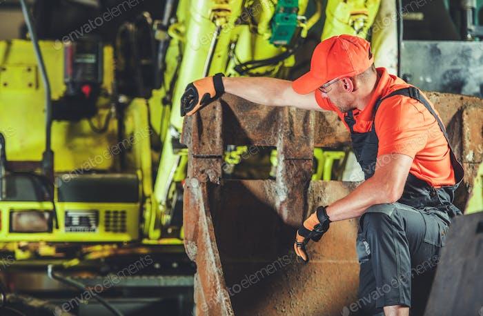 Excavator Machine Repair