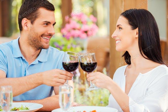 Romantic date in restaurant.