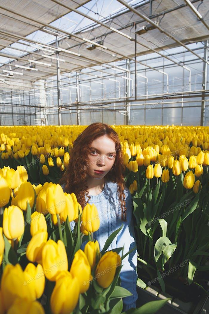 Porträt von Mädchen in Blüte