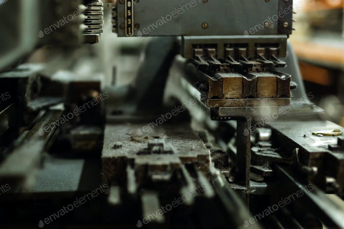 Old knitting machine in function
