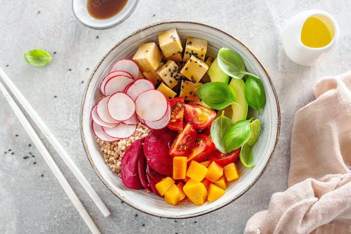Frisch gemachte vegane vegetarische Schüssel