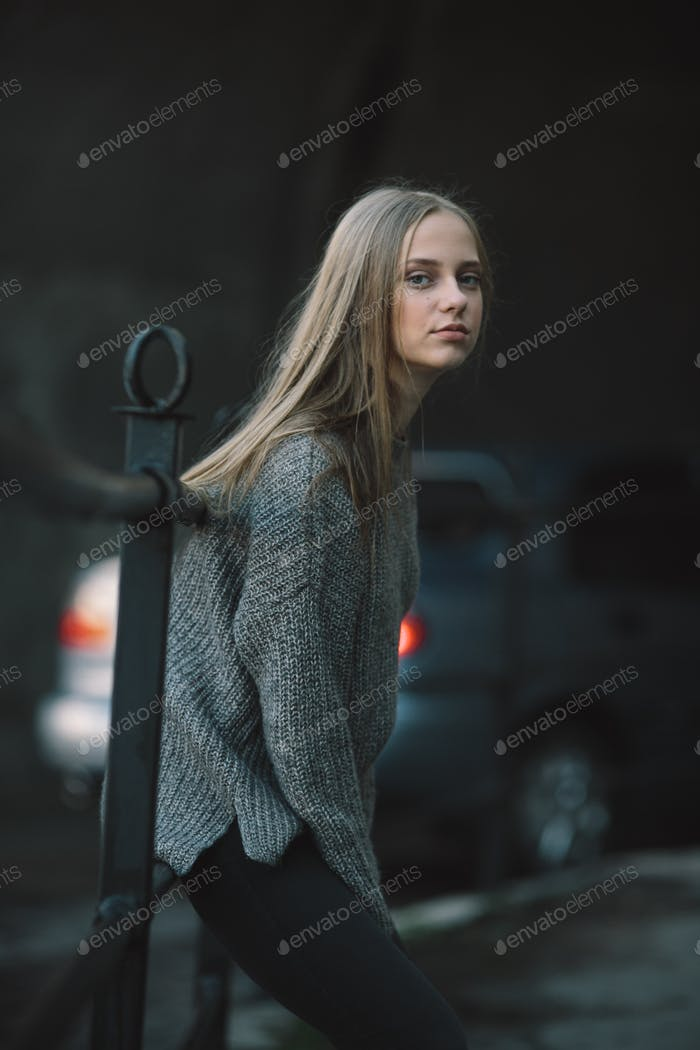 Fashion girl posing on the street