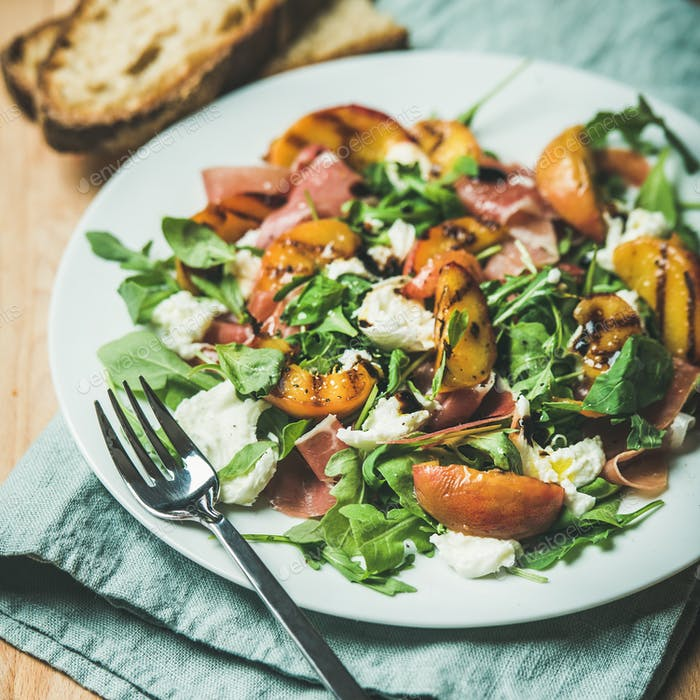 Arugula, prosciutto, mozzarella and grilled peach salad