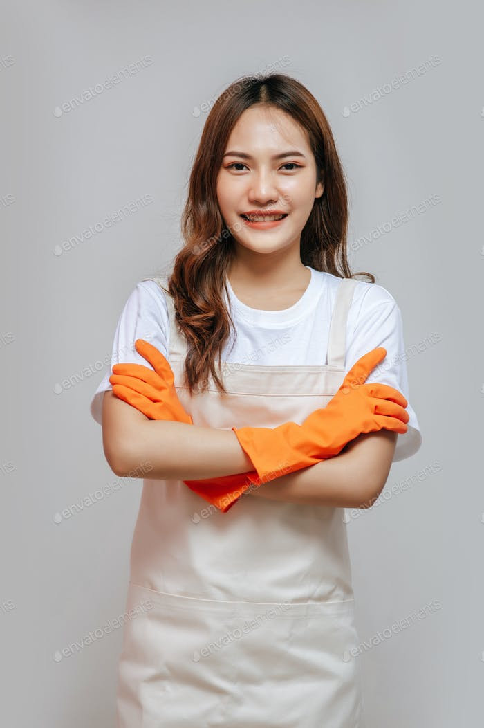 Portrait Young woman stand with arms crossed