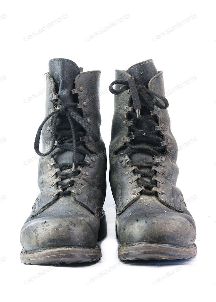 schmutzige militärische Stiefel