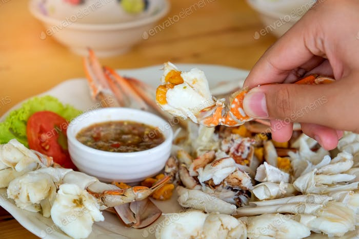Sea claws hands are chili sauce.