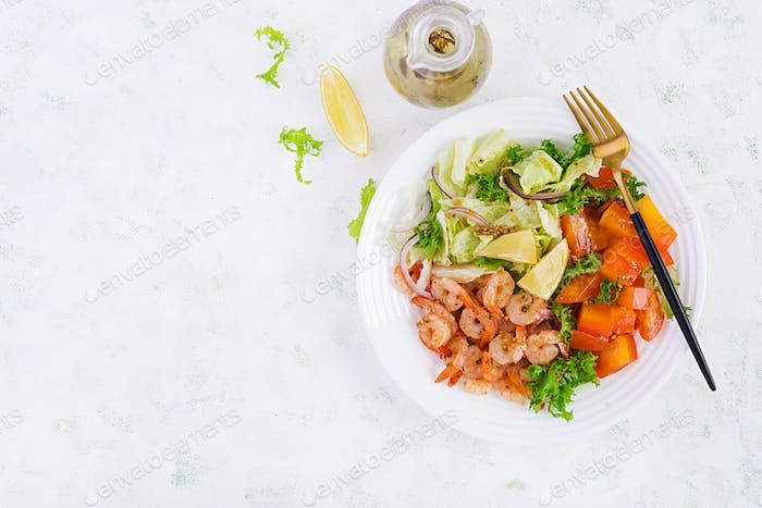 Fruit salad with fried prawns / shrimps, persimmon, red onion and lettuce