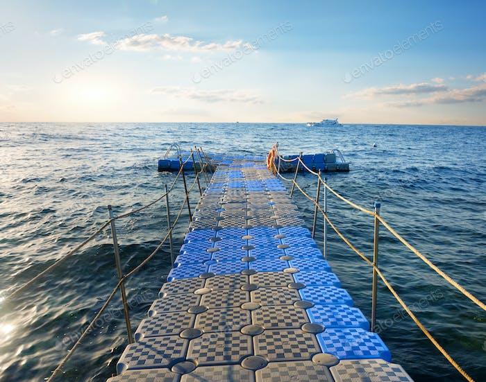 Ponton im Meer