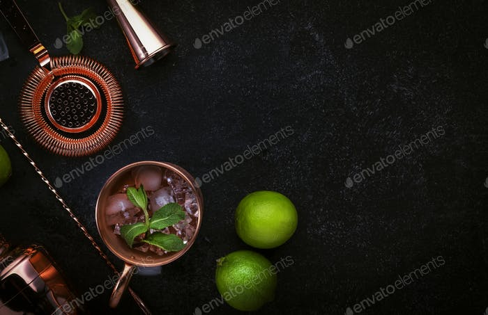 Preparation Moscow Mule cocktail with ginger beer, vodka, lime and ice