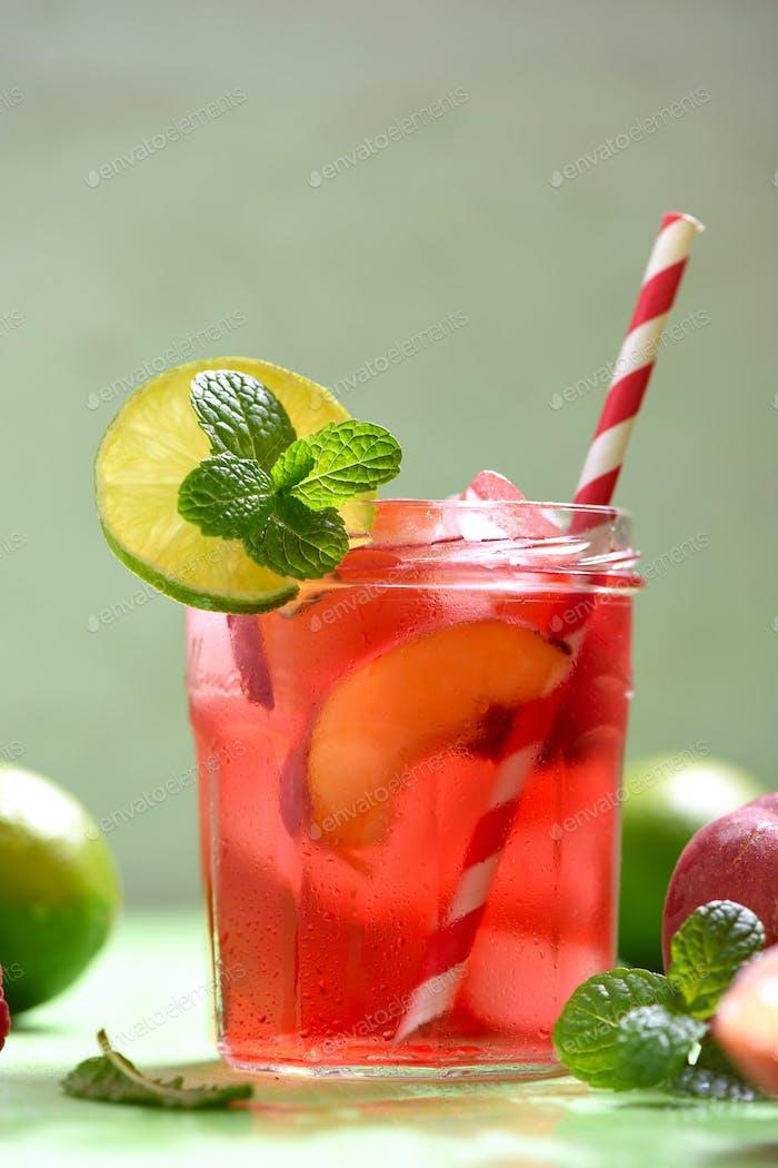 Erfrischender Cocktail oder Limonade