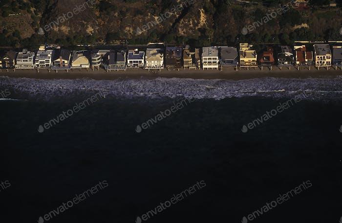 Strandhäuser an der Küste von Kalifornien In der Nähe von Malibu