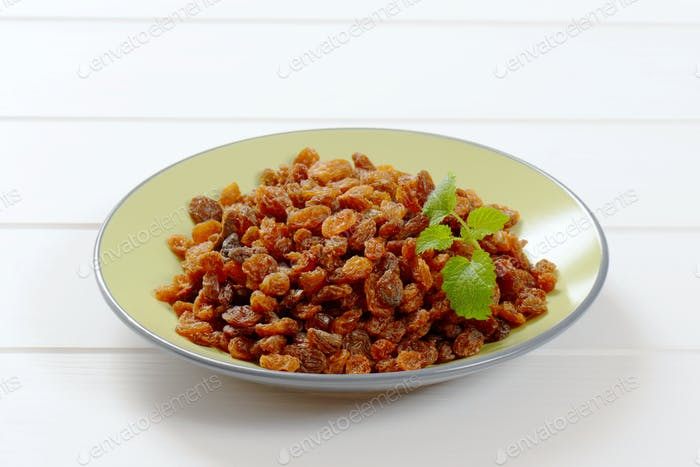 plate of sweet raisins