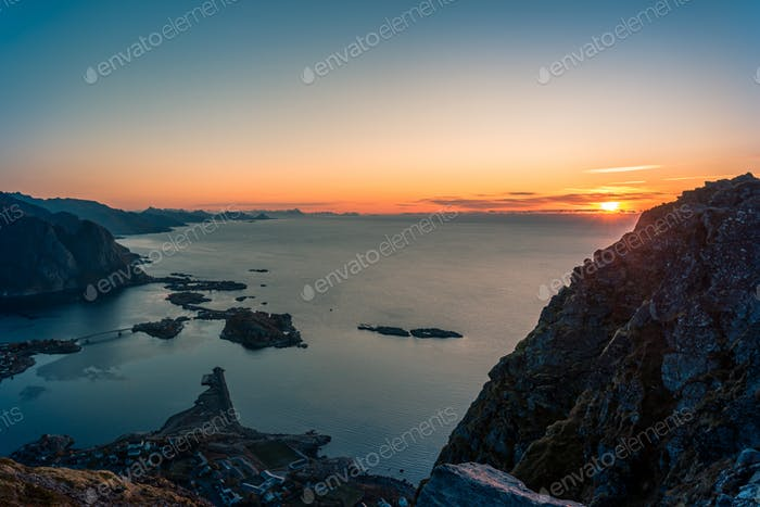 Sonnenaufgang auf Reinebringen Norwegen