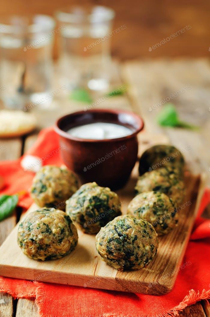 Cheese spinach balls with greek yogurt sauce