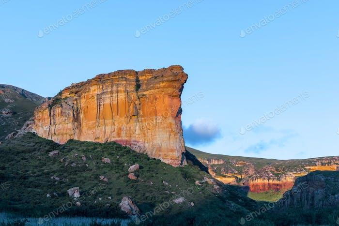 Brandwag (sentinel), a sandstone cliff during sunset at Golden Gate