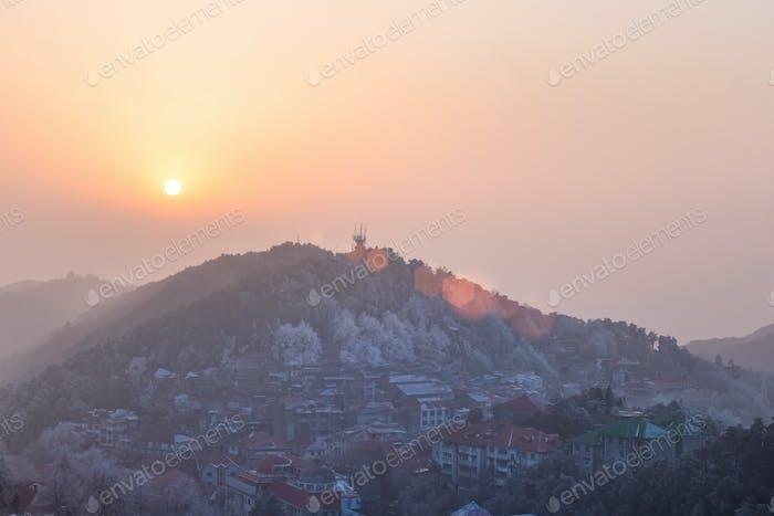 Mount Lushan in der Dämmerung