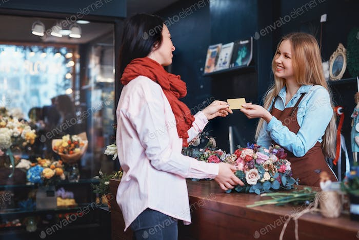 Young girl buying a bouquet of flowers