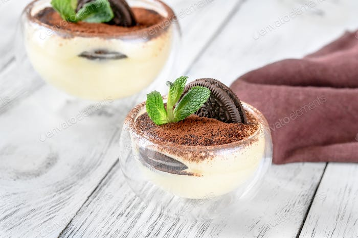 Dessert with Oreo cookies and cream cheese