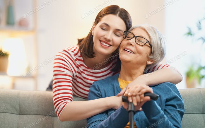 мать и ее взрослая дочь