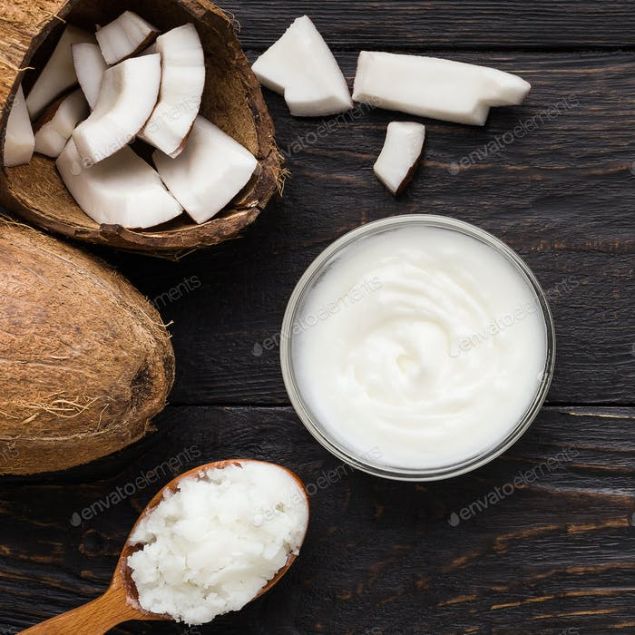 Kokosbutter in Schüssel und Löffel