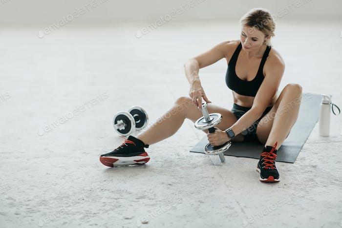 Sport zu Hause während Quarantäne- und Krafttraining