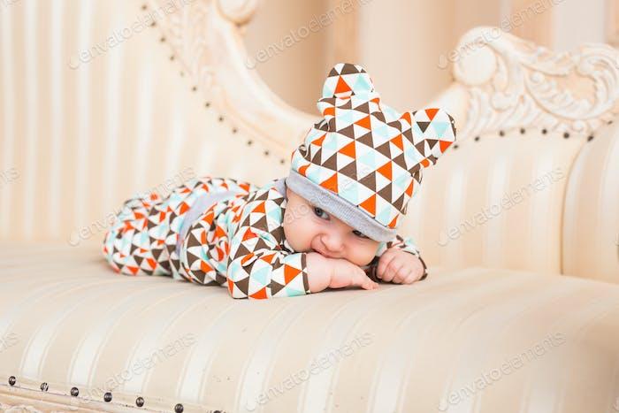 Entzückendes kaukasisches Baby. Porträt eines drei Monate alten Jungen