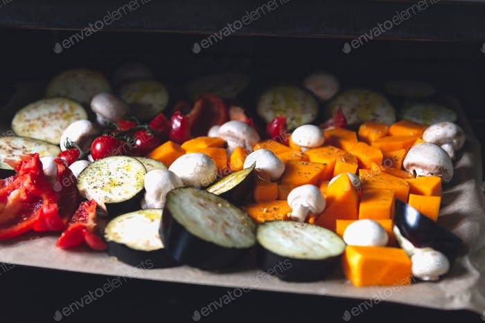 Rohes Gemüse auf dem Tablett