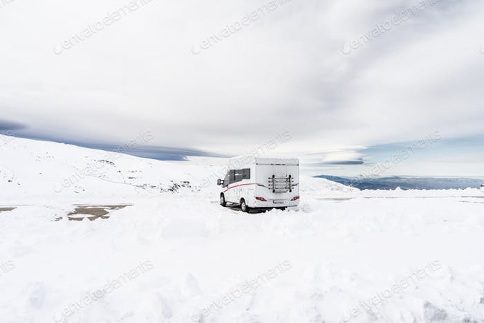 Wohnmobil im Skigebiet Sierra Nevada