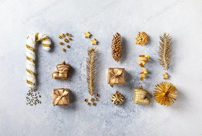 Weihnachten oder Neujahrszusammensetzung in Goldfarbe.