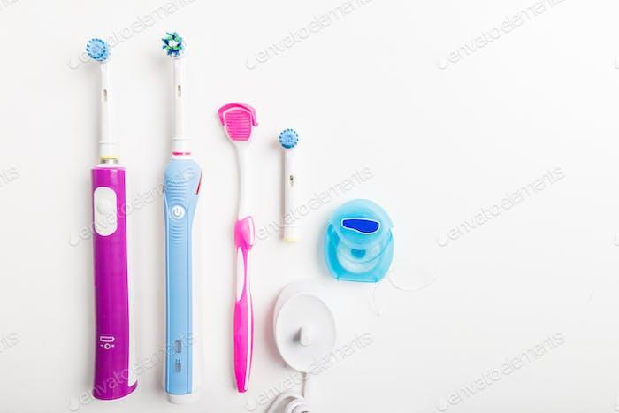 Elektrische wiederaufladbare Zahnbürsten, Zungenreiniger und andere Höhle
