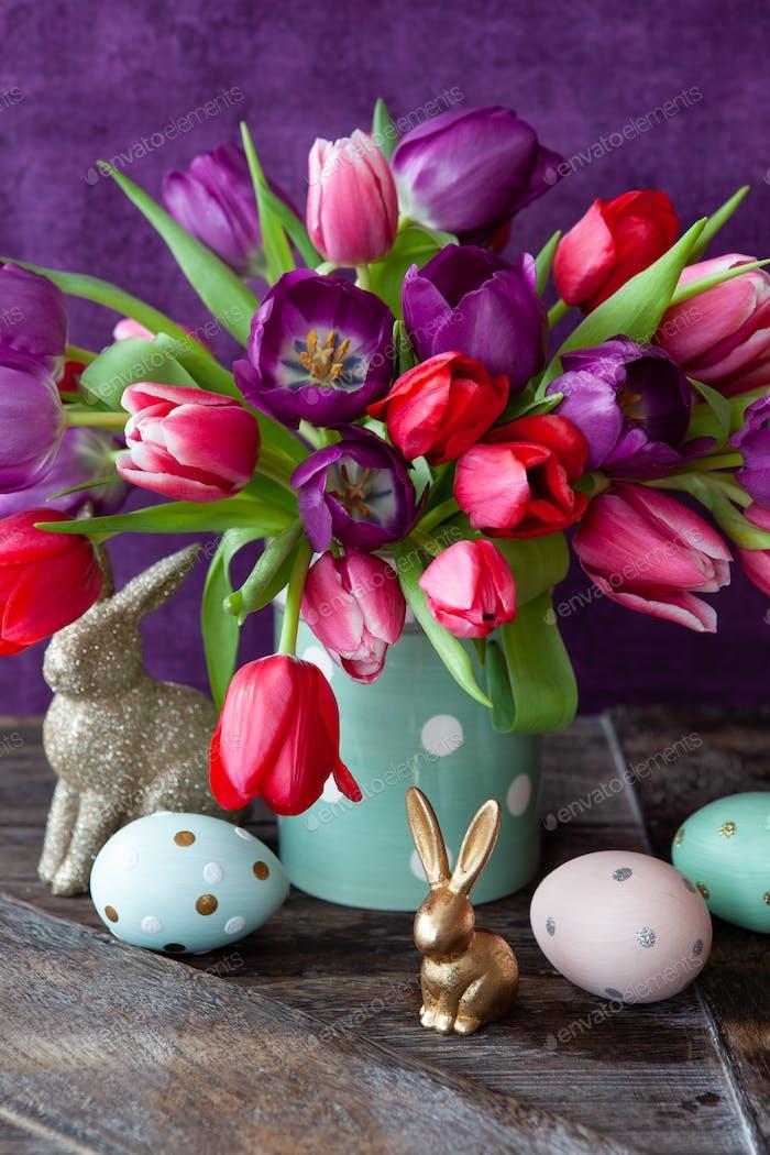 Fröhliche helle Tulpen
