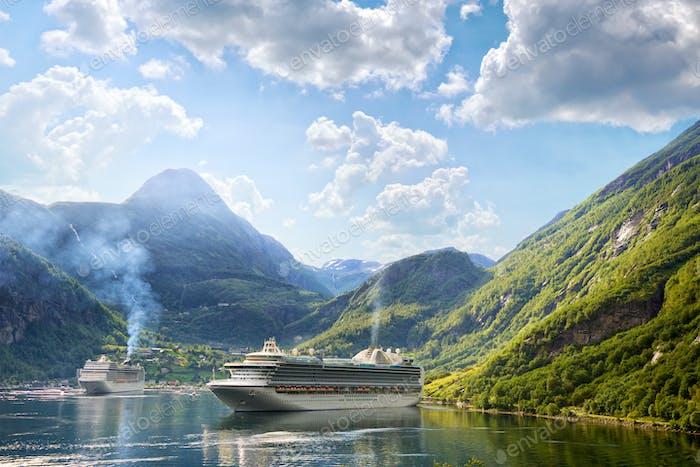 Kreuzfahrtschiffe in Geiranger