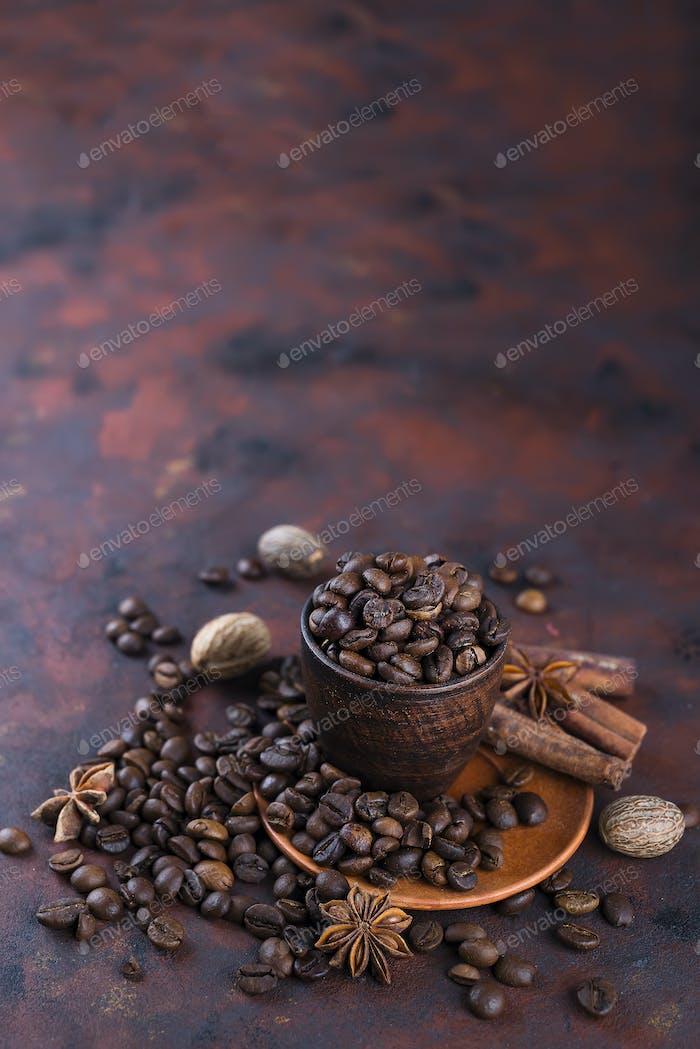 Kaffeebeens mit Gewürzen