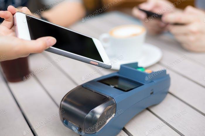 Kundenzahlen auf Pos-Maschine mit Handy