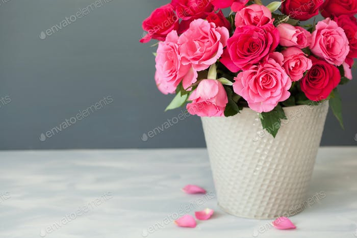 beautiful red rose flowers bouquet in vase